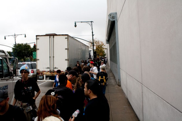 Photo of people standing in line to get into NYCC on Friday, October 14
